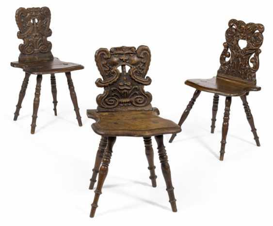 Drei barocke Brettstühle. 18./19. Jahrhundert - Foto 1