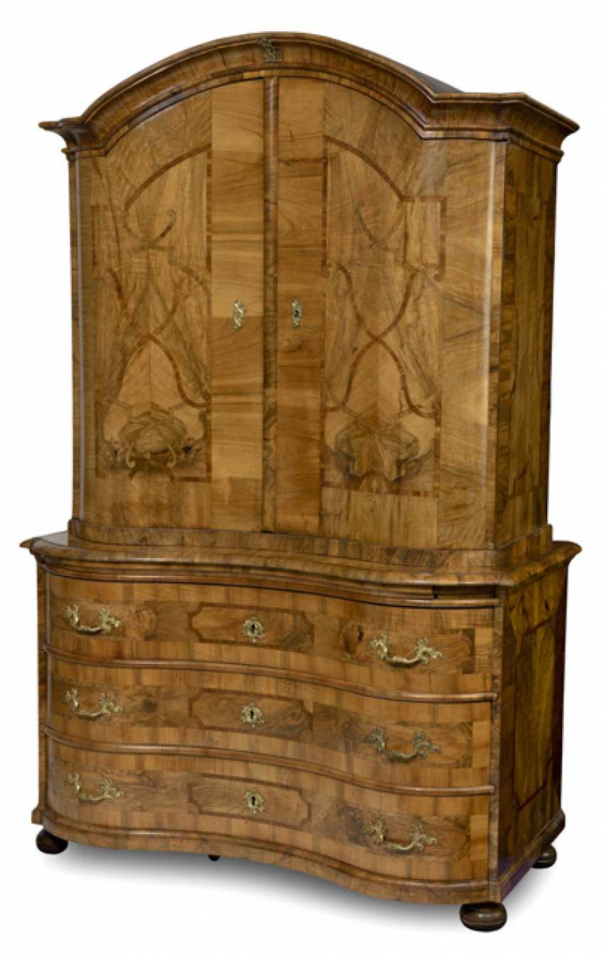 Baroque-Top Chest Of Drawers. Middle English, 18. Century - photo 1