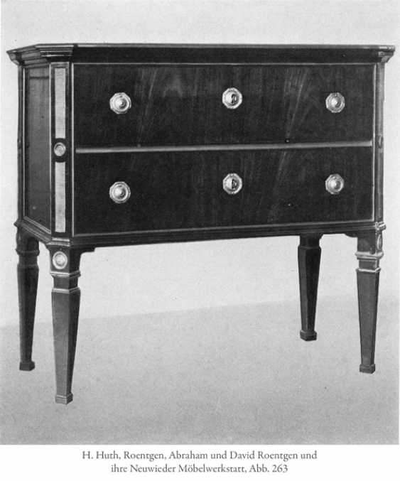 Fine neo-classical chest of drawers. Probably Berlin, successor to David Roentgen, CA. 1800 - photo 4