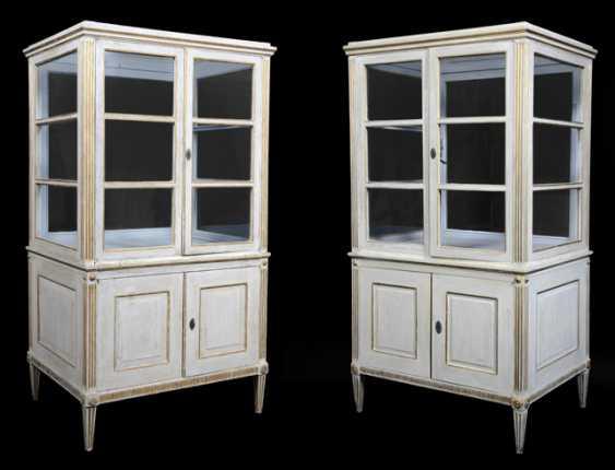Pair of neoclassical vitrines. South German, late 18th century. Century - photo 1