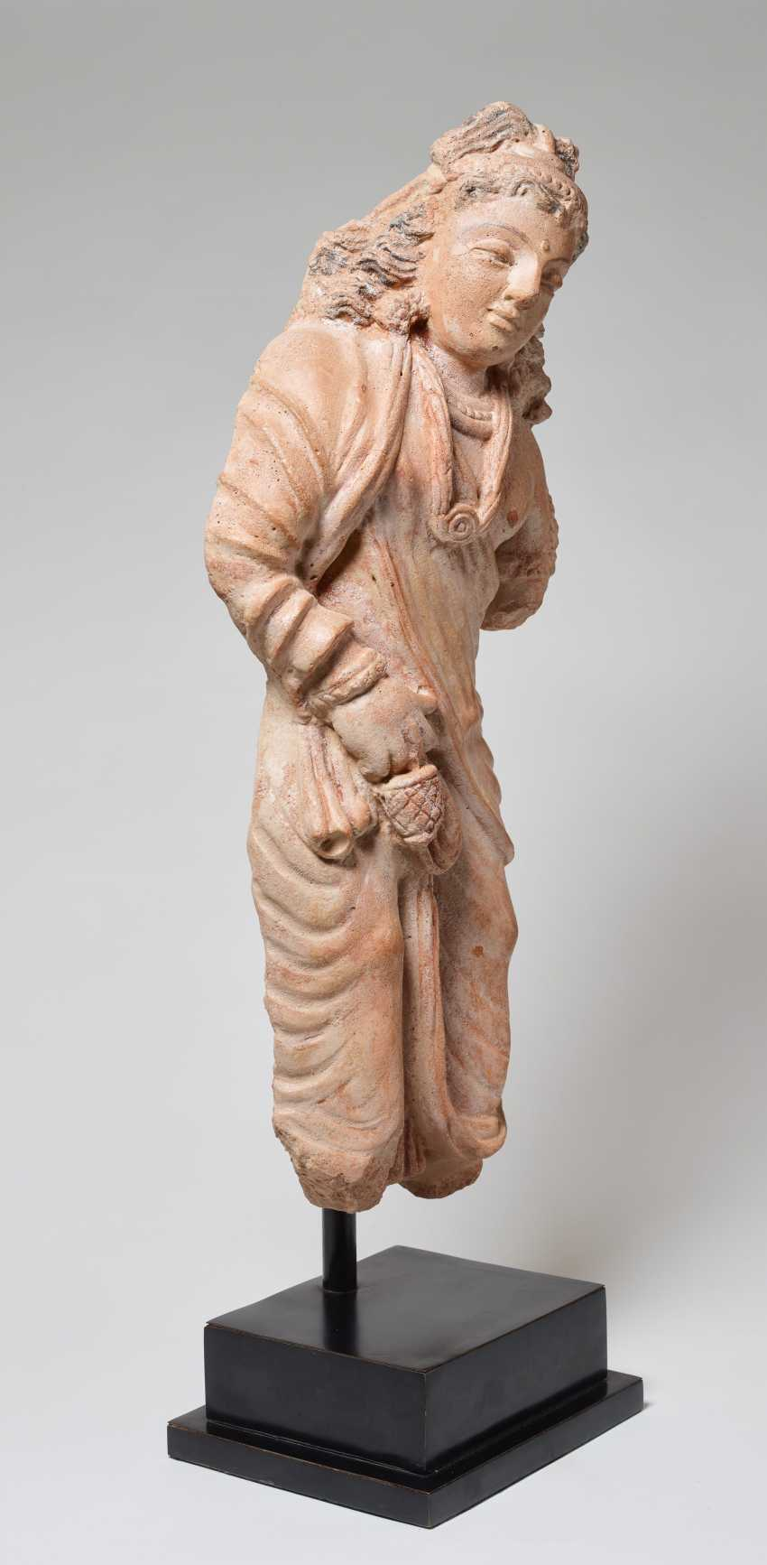 STANDING BODHISATTVA WITH FLOWING HAIR - photo 2