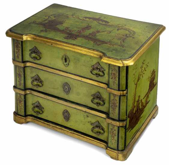 Model chest of drawers in the chinoisen style. Italy, 18. Century - photo 1