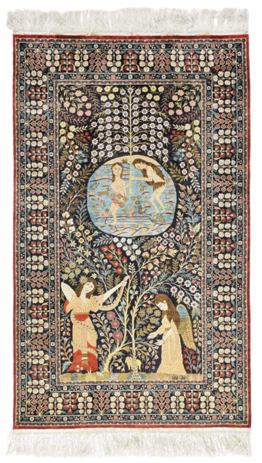 A very fine silk carpet. China, 2. Half of the 20. Century - photo 1