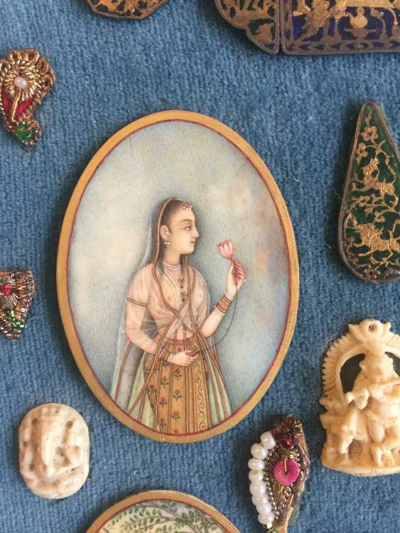 COLLECTION OF MINIATURE WORKS IN BOX - photo 3