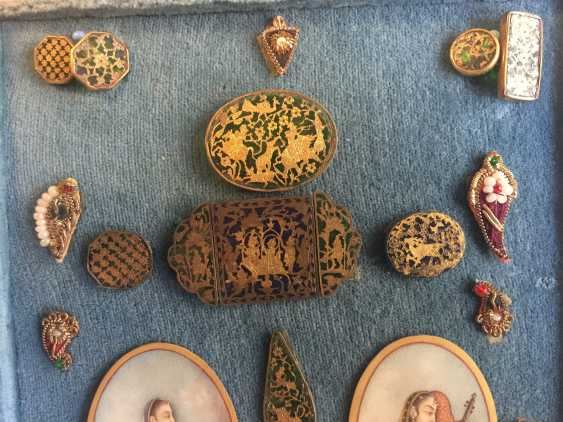 COLLECTION OF MINIATURE WORKS IN BOX - photo 4