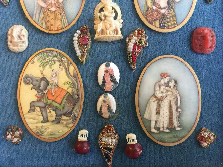 COLLECTION OF MINIATURE WORKS IN BOX