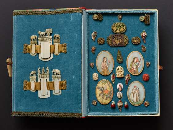 COLLECTION OF MINIATURE WORKS IN BOX - photo 1