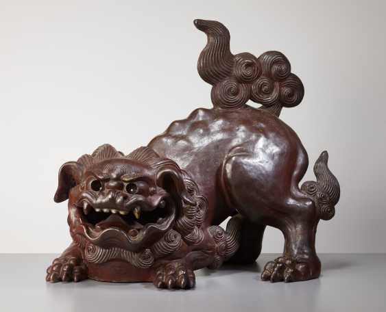 SCULPTURE OF A SNARLING SHISHI - photo 1