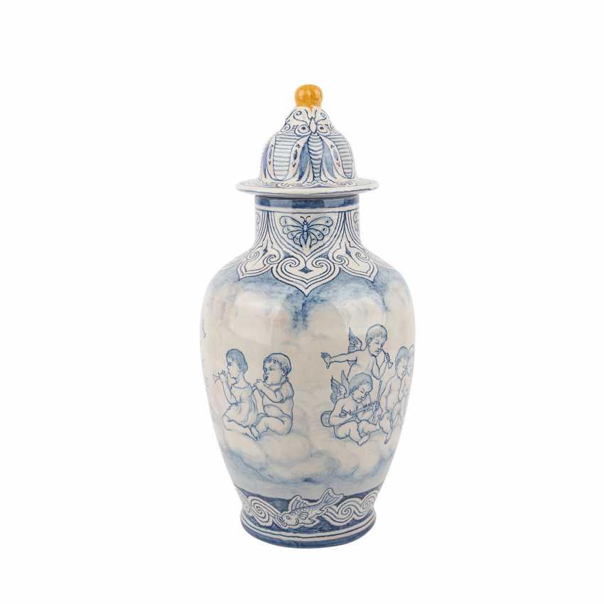 KARLSRUHE MAJOLICA lidded vase, C.1910. - photo 2