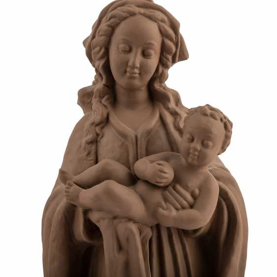 KARLSRUHE MAJOLICA 'Maria with child', 20. Century - photo 3
