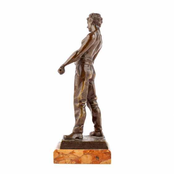"Bronze figure of ""craftsmen"" - photo 2"