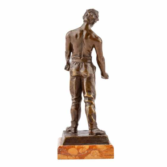 "Bronze figure of ""craftsmen"" - photo 3"