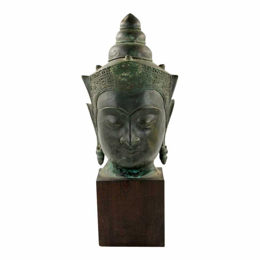 Bekrönter Kopf des Buddha. Wohl THAILAND Ayutthaya 18. Jahrhundert oder früher. - Foto 1
