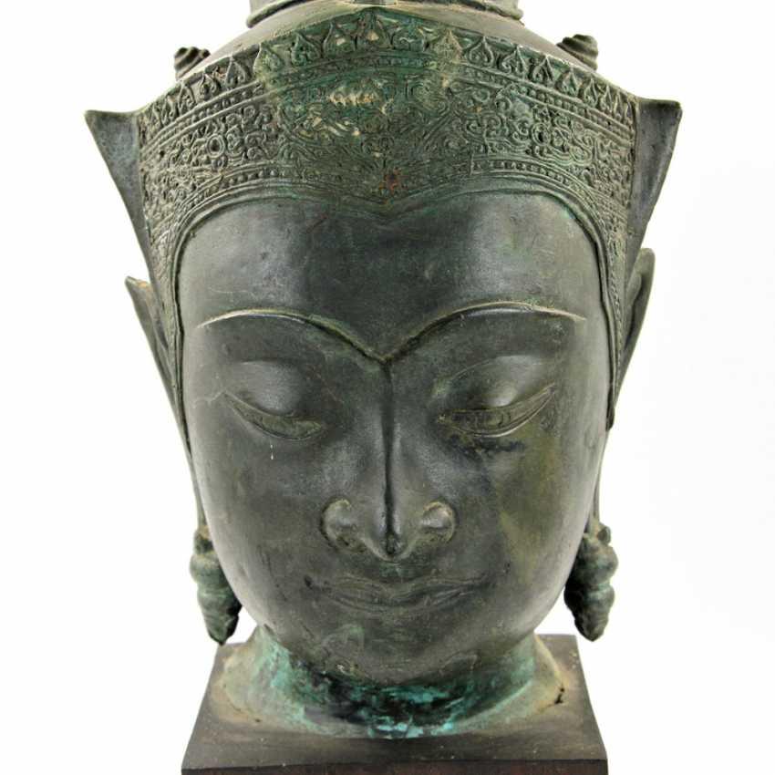 Bekrönter Kopf des Buddha. Wohl THAILAND Ayutthaya 18. Jahrhundert oder früher. - Foto 2