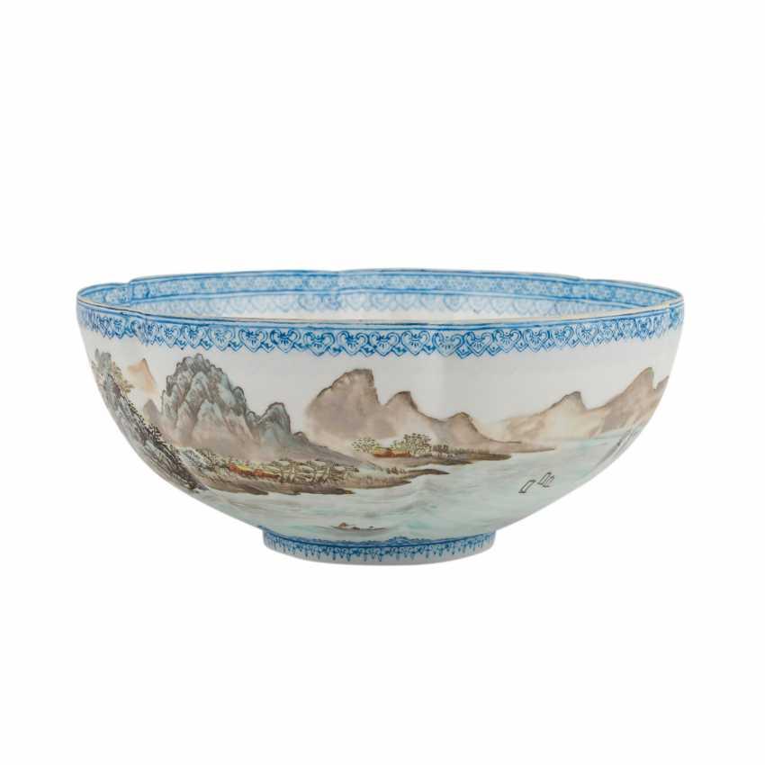 Bowl of egg-shell porcelain. CHINA, 20. Century. - photo 2