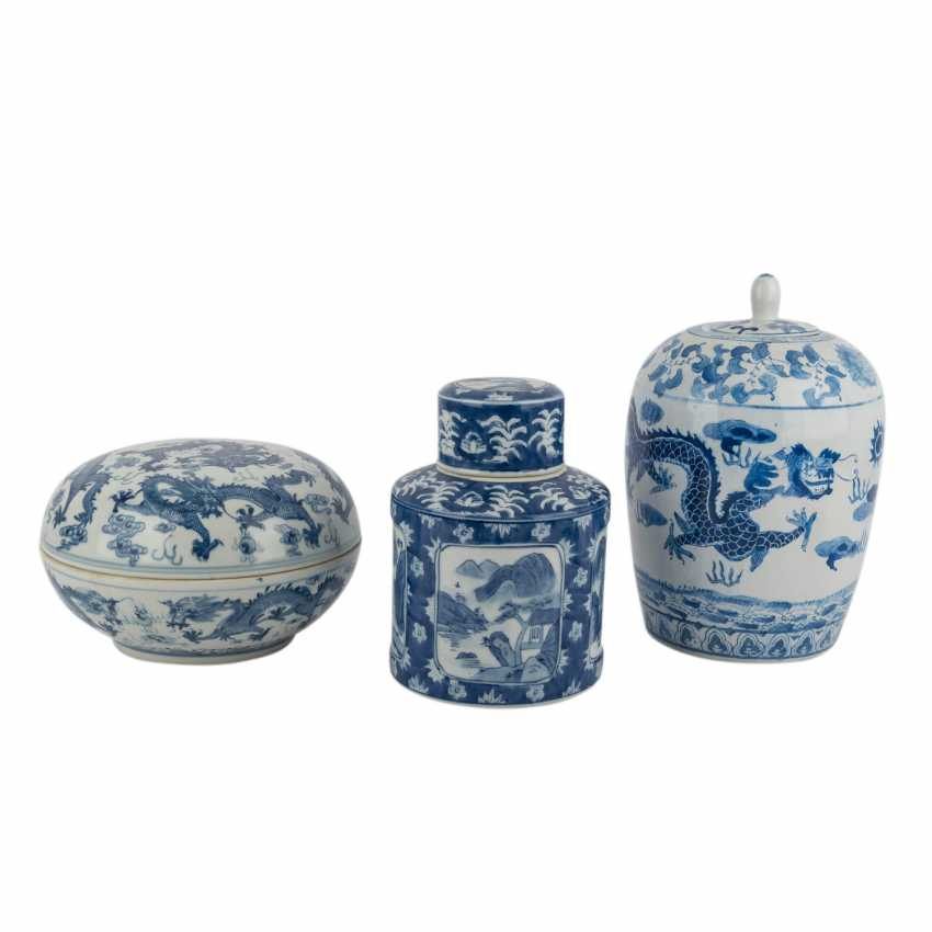 Group Of 3 Lidded Vessels. CHINA, 20. Century. - photo 1