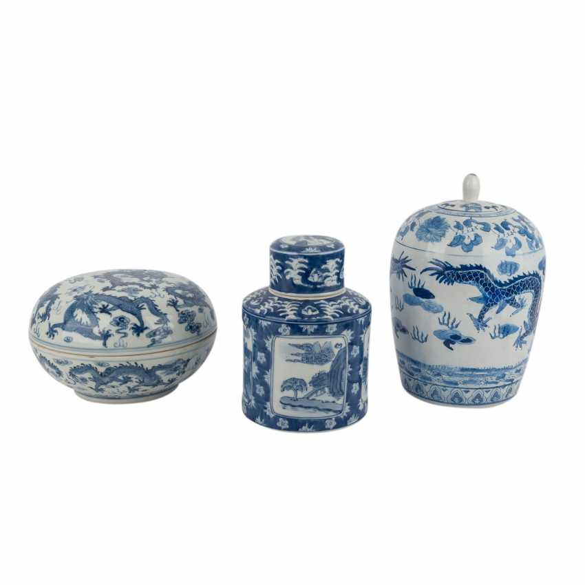 Group Of 3 Lidded Vessels. CHINA, 20. Century. - photo 2
