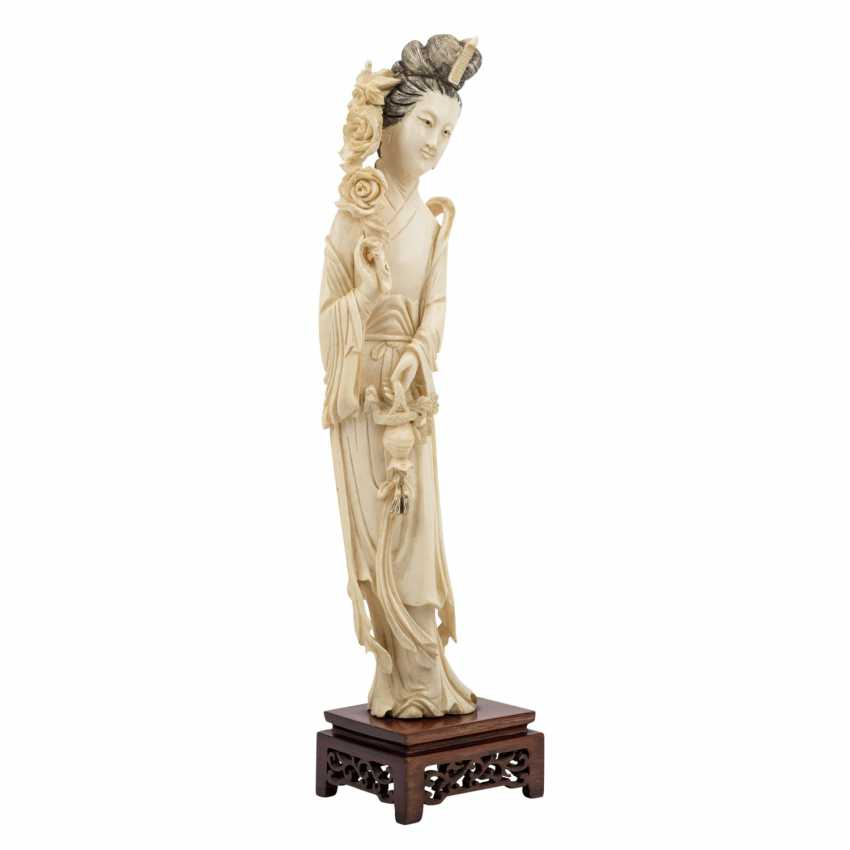 Guanyin figure is made of ivory. CHINA, 1900-1945. - photo 1