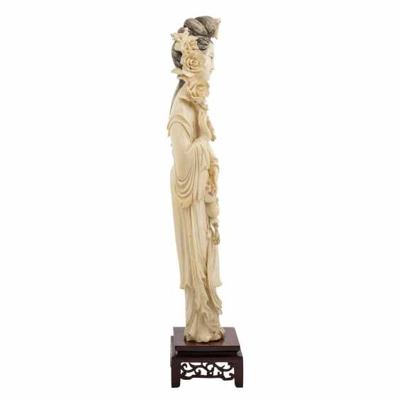 Guanyin figure is made of ivory. CHINA, 1900-1945. - photo 5