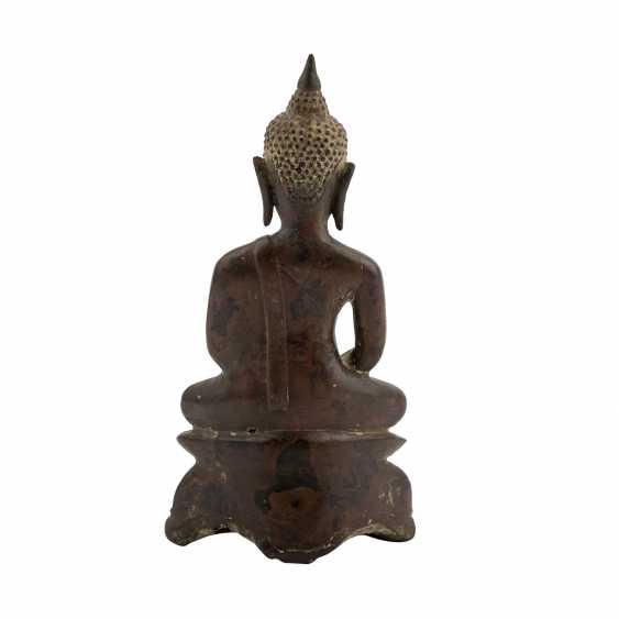 A Bronze sculpture of a seated Buddha. THAILAND, 19. Century. - photo 3