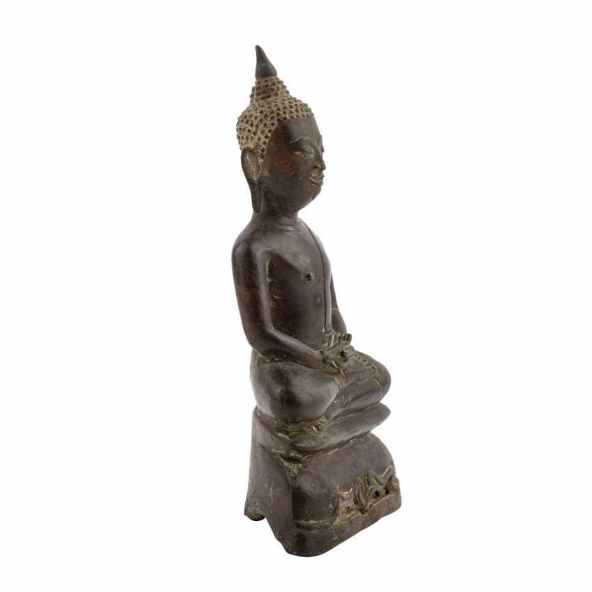 A Bronze sculpture of a seated Buddha. THAILAND, 19. Century. - photo 4