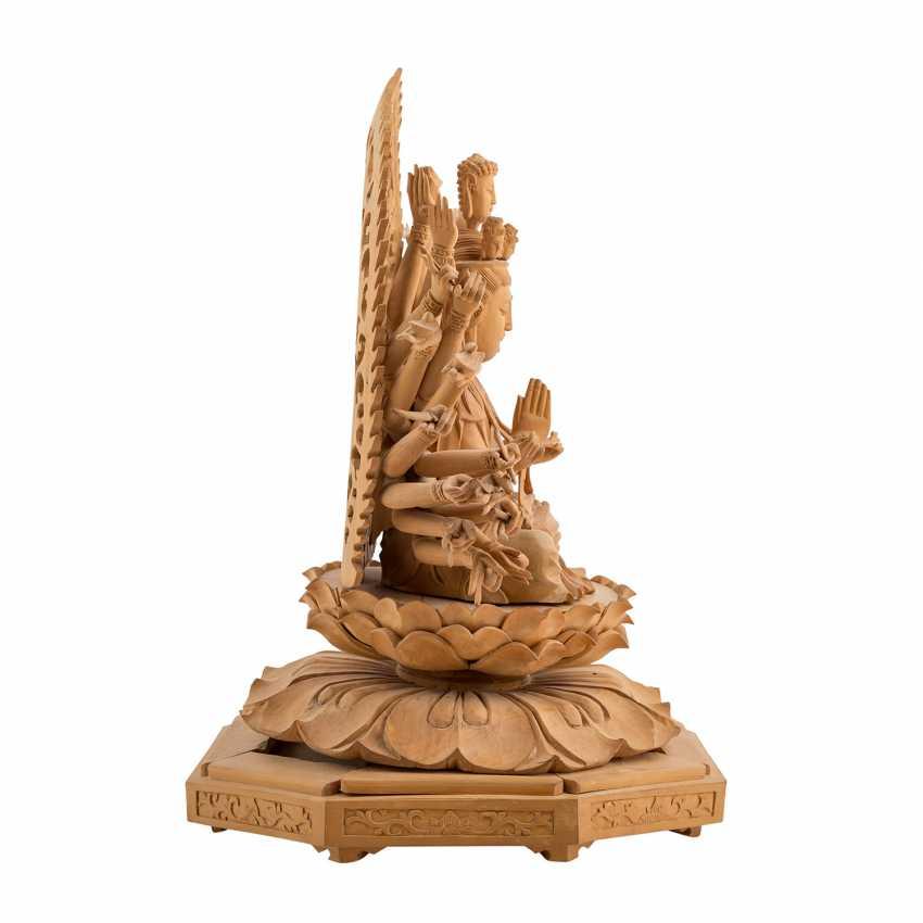 Guanyin mit den 1000 Armen aus Holz. CHINA, 20. Jahrhundert. - Foto 4