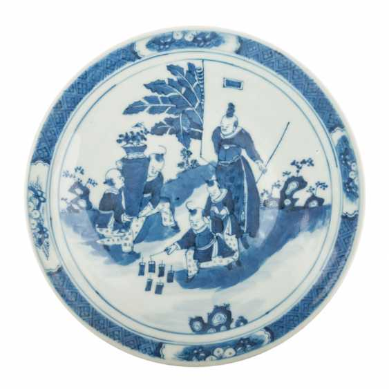 Blue-and-white porcelain plate. CHINA, 18./19. Century. - photo 1