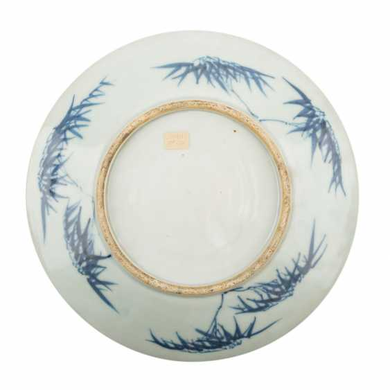 Blue-and-white porcelain plate. CHINA, 18./19. Century. - photo 2
