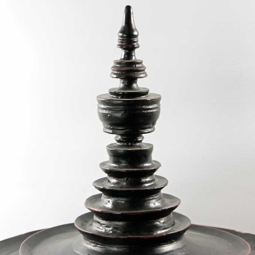 Large lidded box in the Form of a pagoda. THAILAND, 20. Century. - photo 2