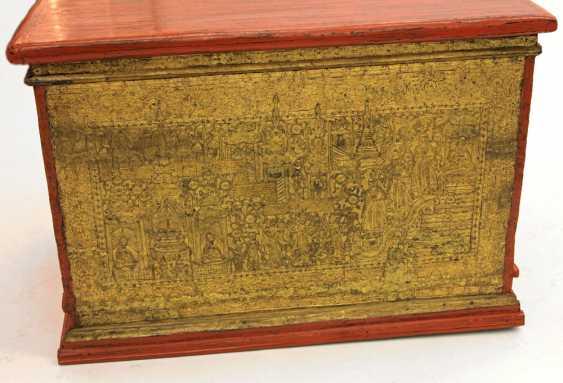 Prächtige Holztruhe zur Aufbewahrung von Manuskripten. BURMA, 19. Jahrhundert, Mandalay-Periode. - Foto 2