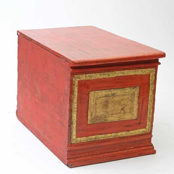 Prächtige Holztruhe zur Aufbewahrung von Manuskripten. BURMA, 19. Jahrhundert, Mandalay-Periode. - Foto 3