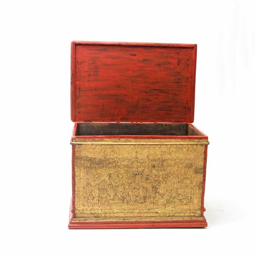 Prächtige Holztruhe zur Aufbewahrung von Manuskripten. BURMA, 19. Jahrhundert, Mandalay-Periode. - Foto 4