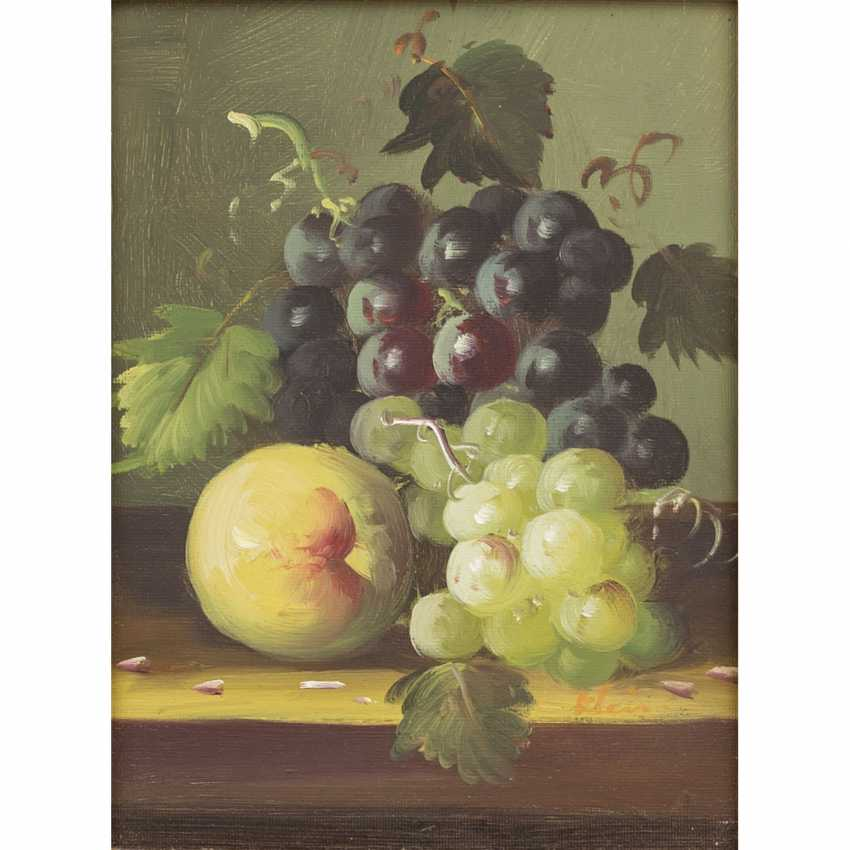 "SMALL (?, indistinctly signed; a painter/20. Century), ""still life with blue and white grapes and peaches"", - photo 1"