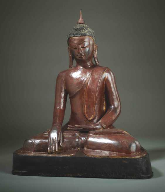 MEDITATIVE, SITTING BUDDHA - photo 1