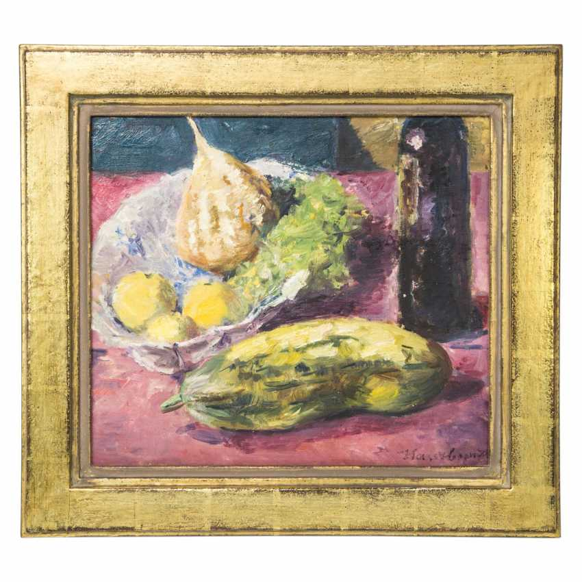 "HASSEBRAUK, ERNST (Dresden 1905-1974 ibid, Prof.), ""still life with cucumber, fruit on a dish and a bottle of wine"", - photo 2"