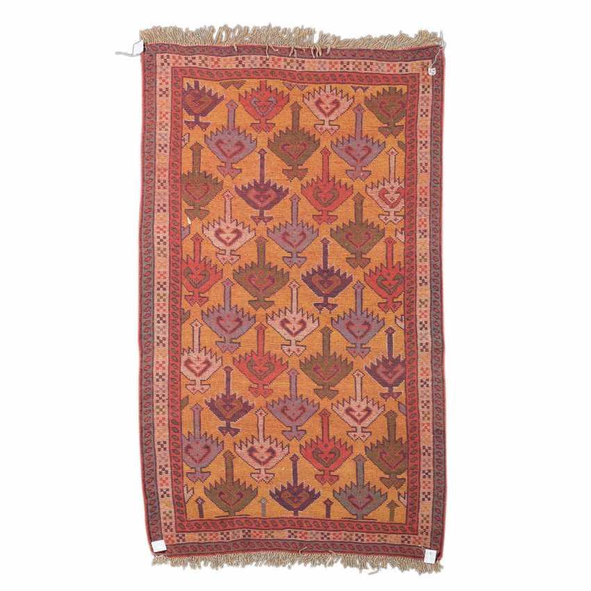 Orientteppich. 20. Jahrhundert, ca. 190x113 cm. - Foto 2