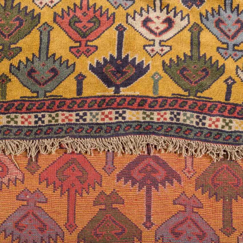Orientteppich. 20. Jahrhundert, ca. 190x113 cm. - Foto 3