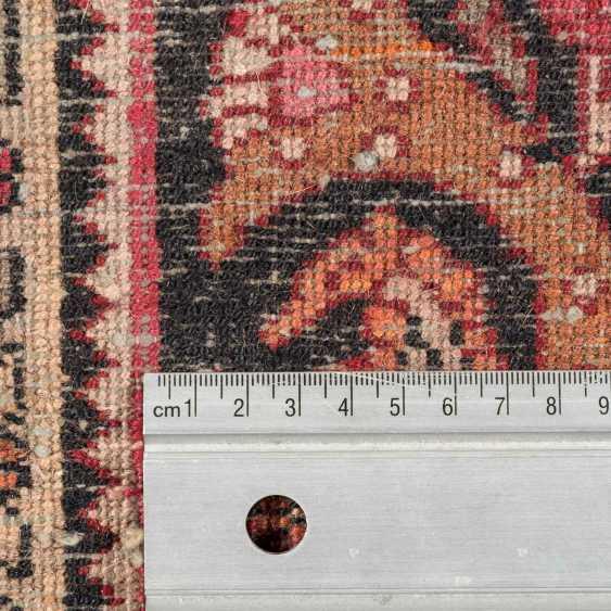 Orientteppich. PERSIEN, ca. 206x133 cm. - Foto 4