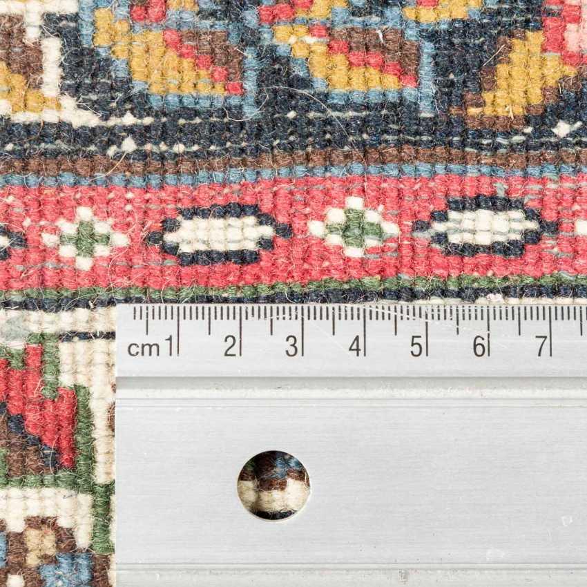 Orientteppich. BADUHI/IRAN, 1970er Jahre, ca. 336x242 cm. - Foto 3