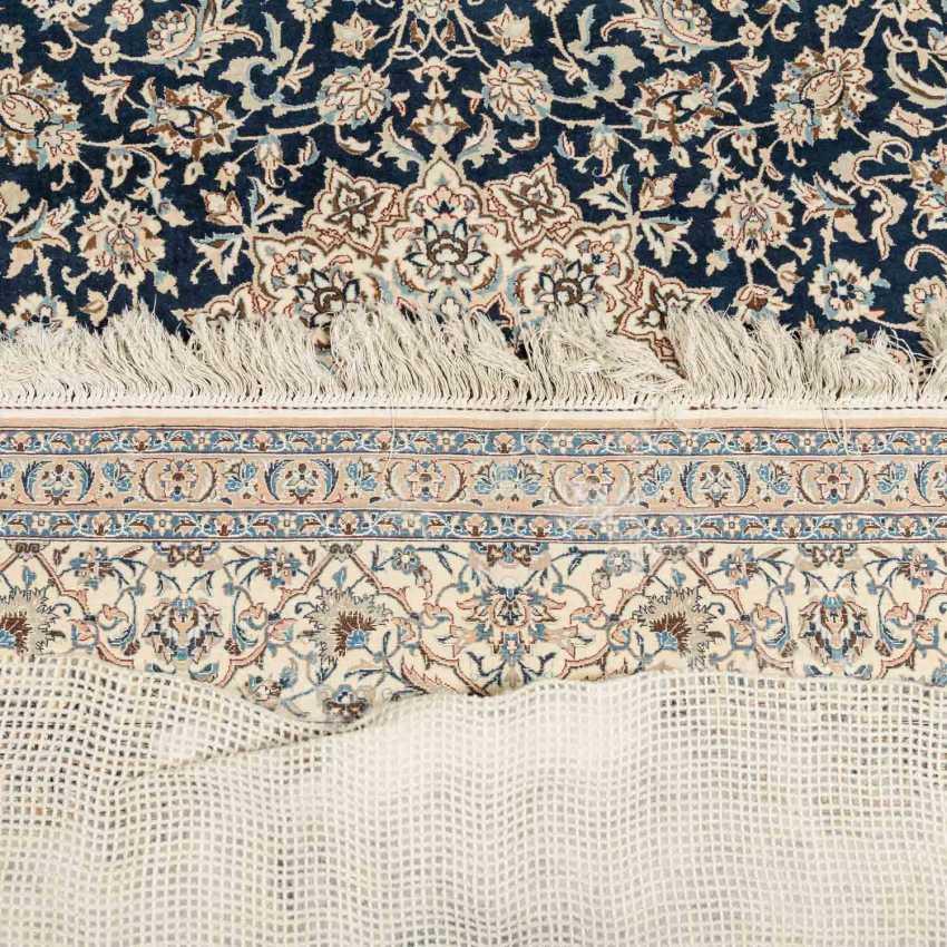 Orientteppich. NAIN/PERSIEN, 20. Jahrhundert, 317x215 cm. - Foto 2