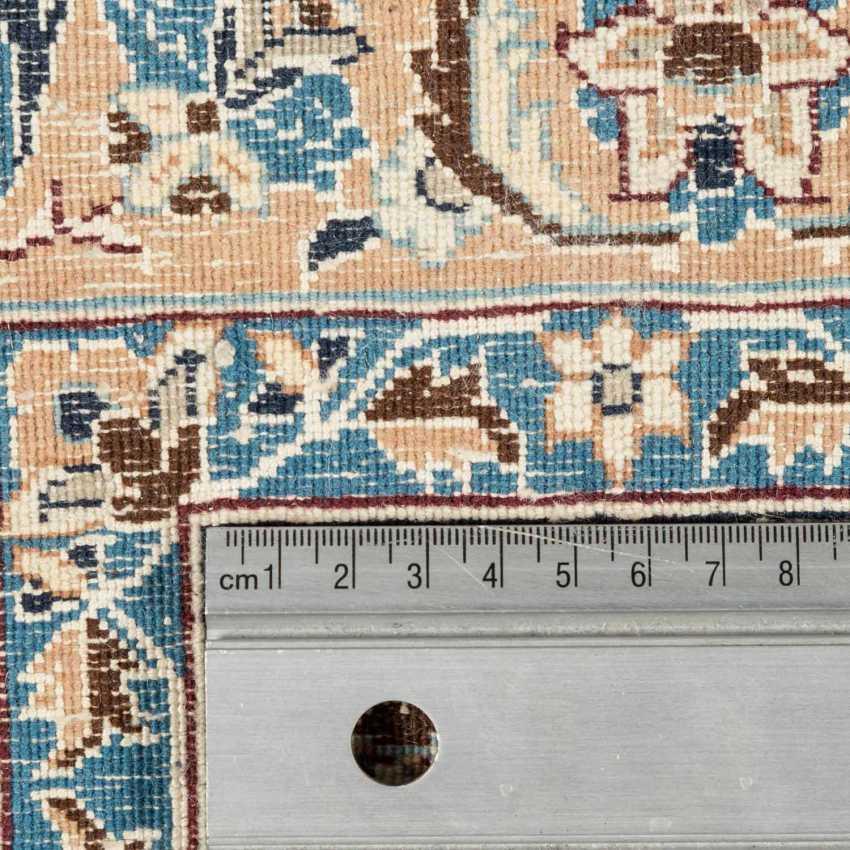 Orientteppich. NAIN/PERSIEN, 20. Jahrhundert, 317x215 cm. - Foto 3