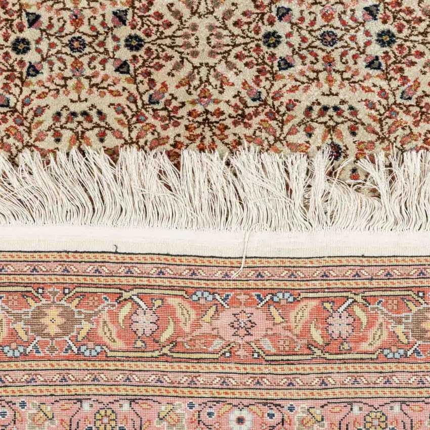 Orientteppich aus Seide. TUNESIEN, 1980er Jahre, ca. 243x170 cm. - Foto 3