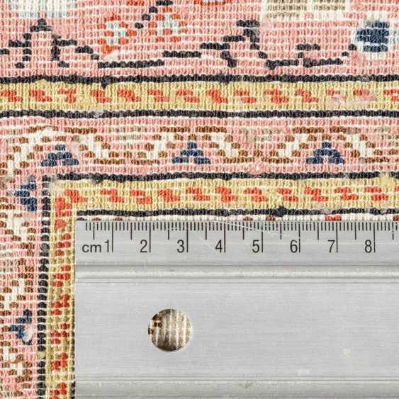 Orientteppich aus Seide. TUNESIEN, 1980er Jahre, ca. 243x170 cm. - Foto 4