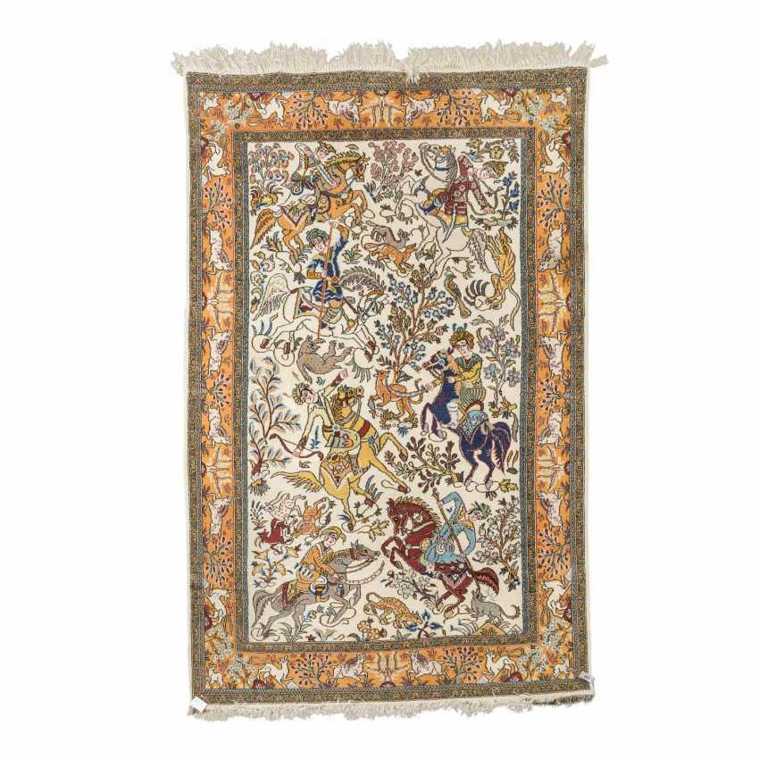 Orientteppich. IRAN, 20. Jahrhundert, ca. 221x138 cm. - Foto 1