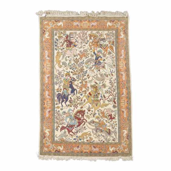 Orientteppich. IRAN, 20. Jahrhundert, ca. 221x138 cm. - Foto 2