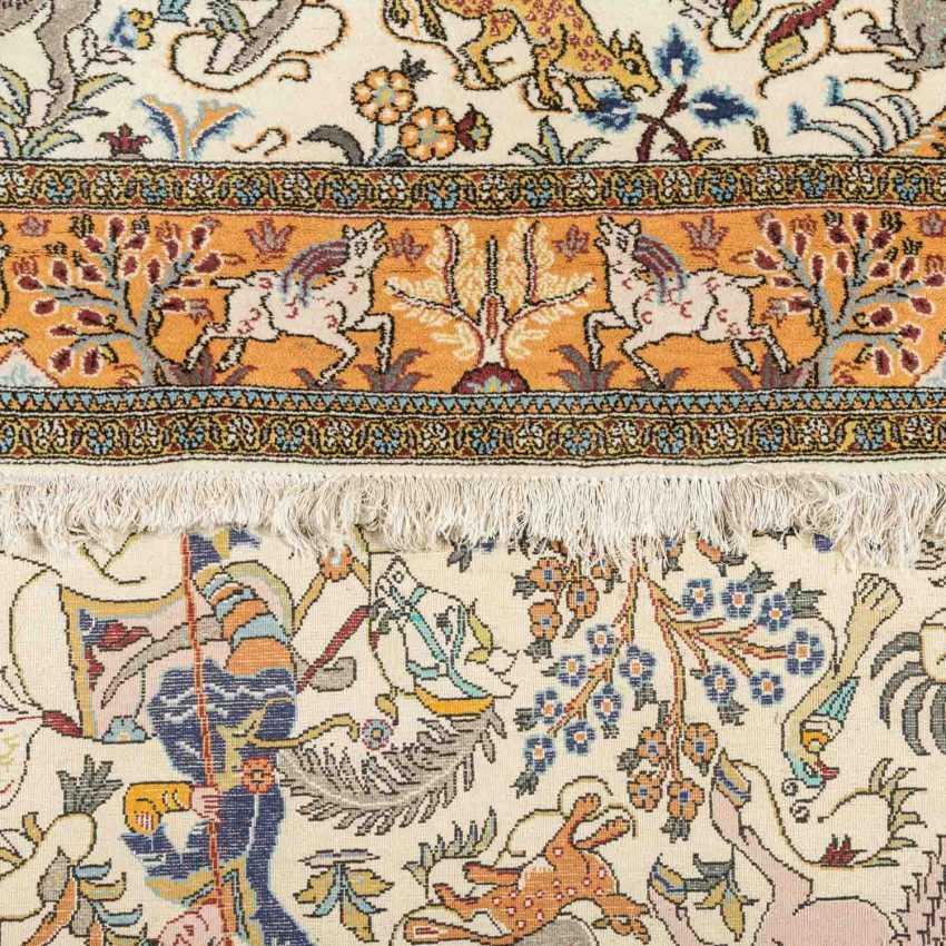 Orientteppich. IRAN, 20. Jahrhundert, ca. 221x138 cm. - Foto 3