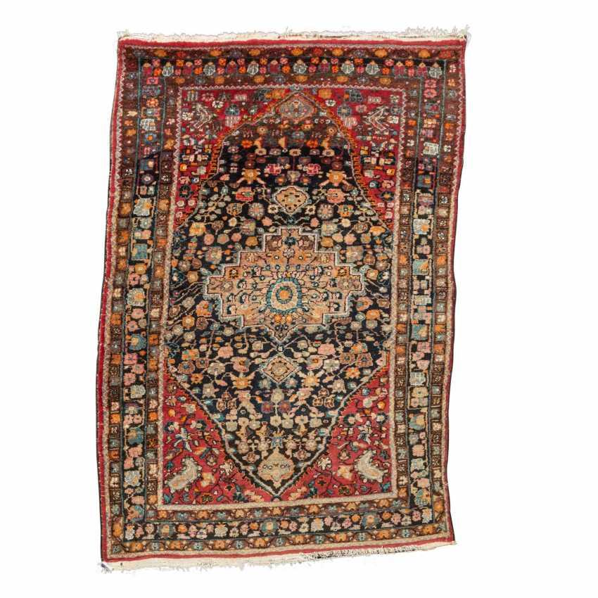 Orientteppich. HAMADAN/PERSIEN, 20. Jahrhundert, ca. 215x142 cm. - Foto 1