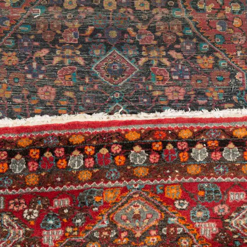 Orientteppich. HAMADAN/PERSIEN, 20. Jahrhundert, ca. 215x142 cm. - Foto 3