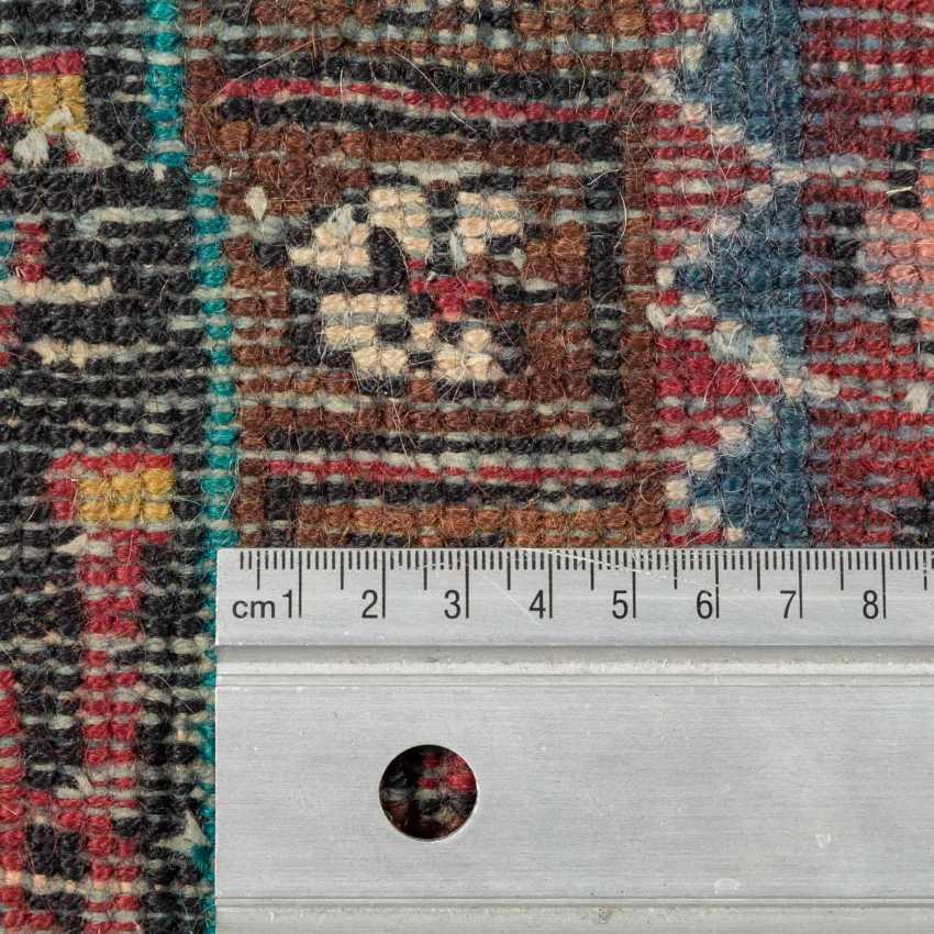 Orientteppich. HAMADAN/PERSIEN, 20. Jahrhundert, ca. 215x142 cm. - Foto 4