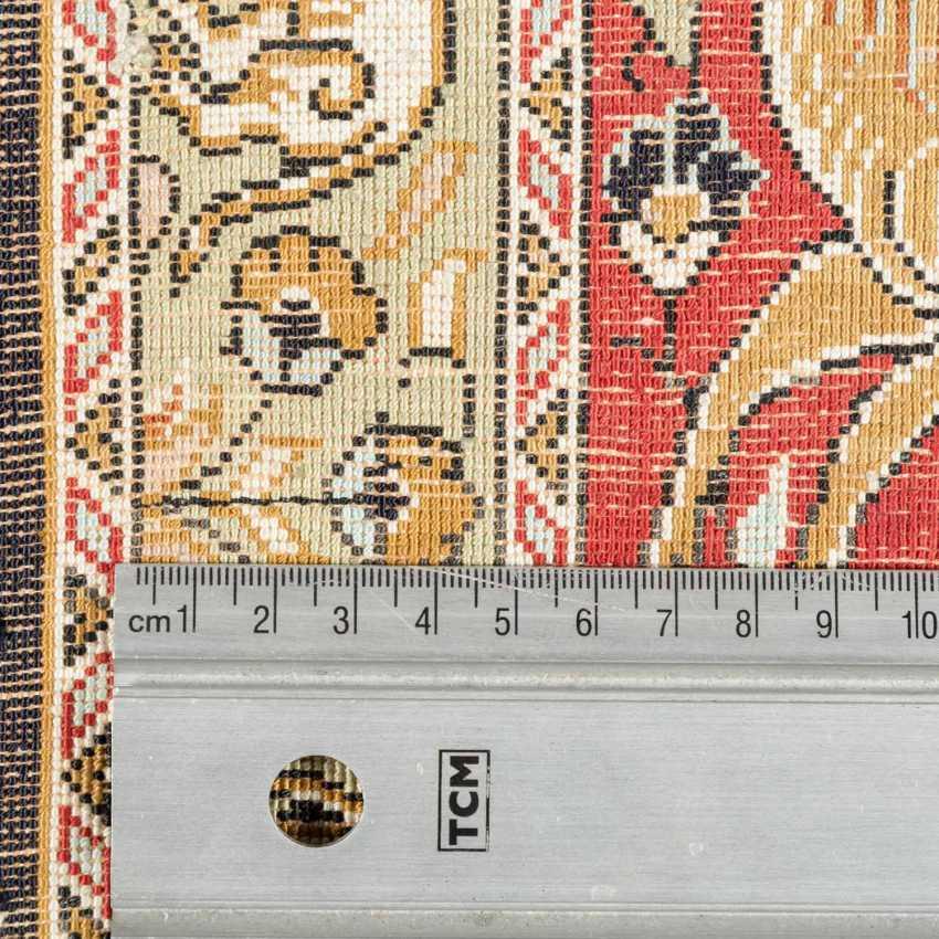 Orientteppich aus Seide. 20. Jahrhundert, ca. 84x53 cm. - Foto 4